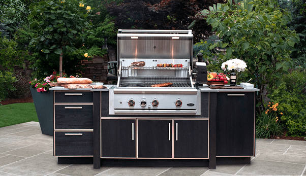 Pin the plenty of outdoor kitchen unit ideas and dining area in your mind
